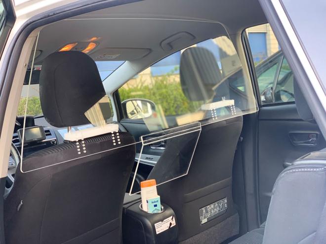 Bild: 7x7 Taxi; Plexiglasscheibe im Taxi
