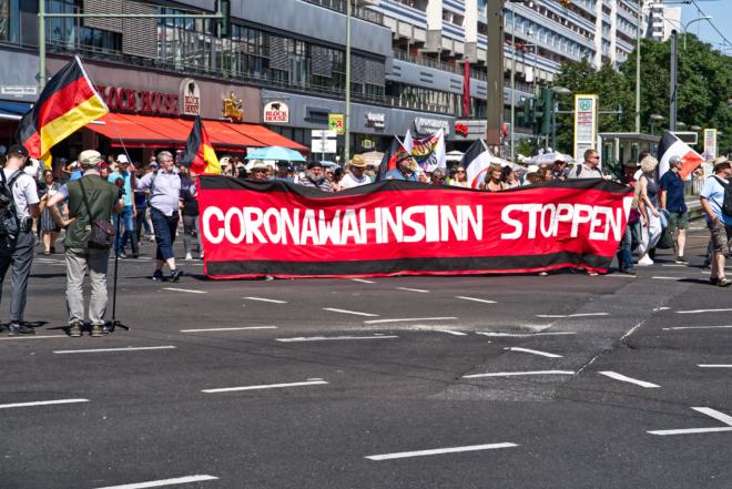 Bild: flickr/Enno Lenze; Schon am 1. August demonstrierten in Berlin insgesamt knapp 20 000 Menschen gegen die Hygienemassnahmen, wie zum Beispiel das Tragen von Masken.