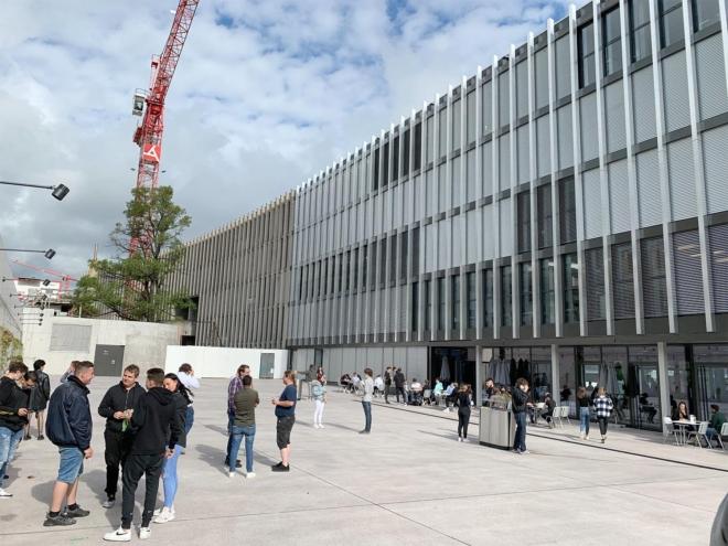 Bild: Baudirektion Kanton Zürich; Aussenansicht Bildungszentrum Zürichsee in Horgen.