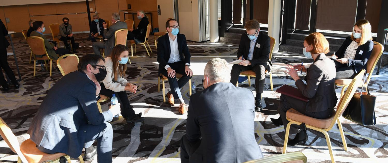 Bild: Andreas Bucher; Diskussionsrunde mit Regierungsrat Martin Neukom