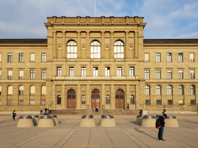 Bild: Wikimedia Commons/Roland Fischer, Zürich; Das Hauptgebäude der ETH Zürich.