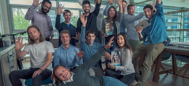 Bild: LEDCity; Das Team der LEDCity AG feiert die erste abgeschlossene Finanzierungsrunde.