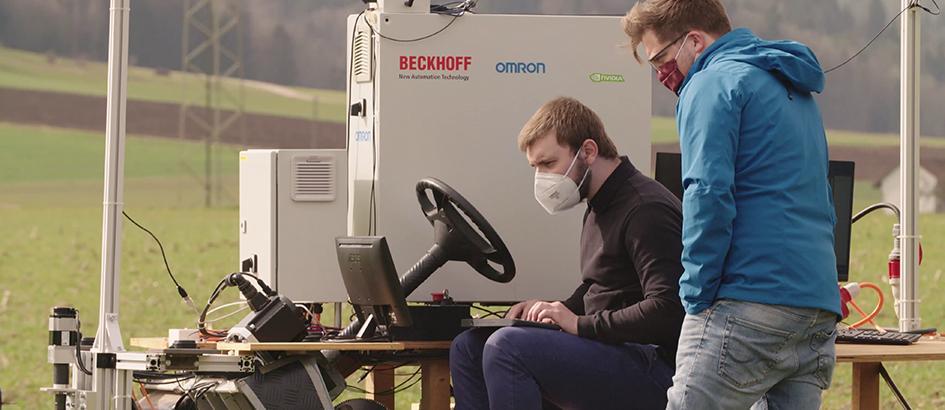 Bild: zVg; Experten erproben den Einsatz neuer Technologien in der Landwirtschaft.