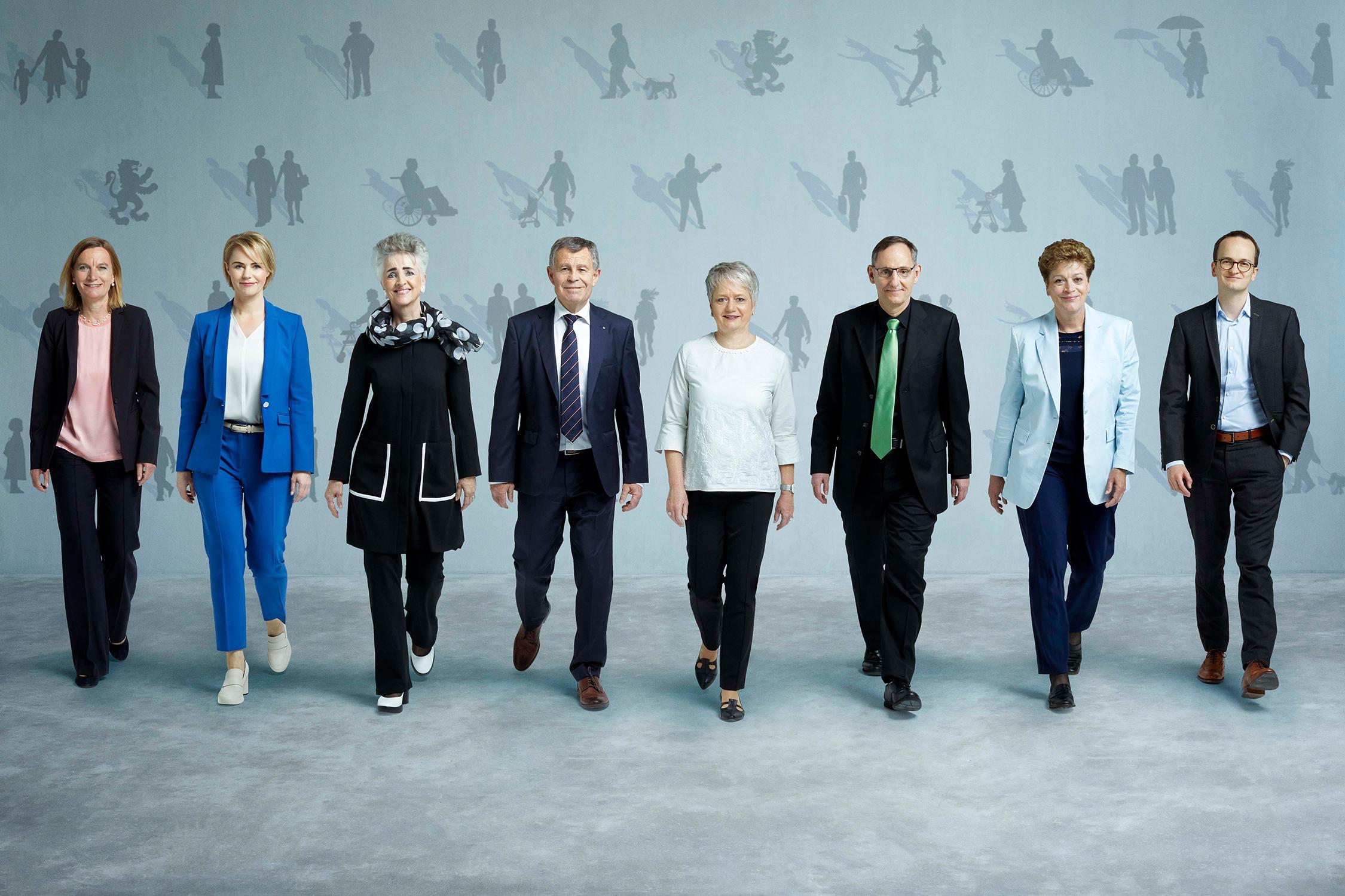 Bild: Monika Flückiger ©Staatskanzlei ZH; von links nach rechts: Dr. Kathrin Arioli (Staatsschreiberin), Natalie Rickli, Carmen Walker Späh, Ernst Stocker (Vizepräsident 2021/2022), Jacqueline Fehr (Präsidentin 2021/2022), Mario Fehr, Dr. Silvia Steiner, Dr. Martin Neukom
