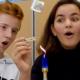 Bild: zVg/Die Innovationsgesellschaft mbH; Die Versuche aus dem Experimentierkoffer sollen die Begeisterung Jugendlicher für Technik und Naturwissenschaften wecken und richtet sich gerade auch an Mädchen.