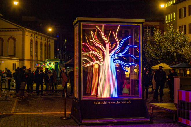 Bild: Martin Deuring/Digital Winterthur; Zwischen Spektakel, Spiel, Kunst und Technik: Für den Digitaltag Winterthur wurde ein interaktiver Leuchtturm der Digitalisierung geschaffen - der Plantoid.